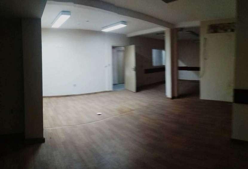 Edificio de 4 pisos para oficinas con ascensor - 7
